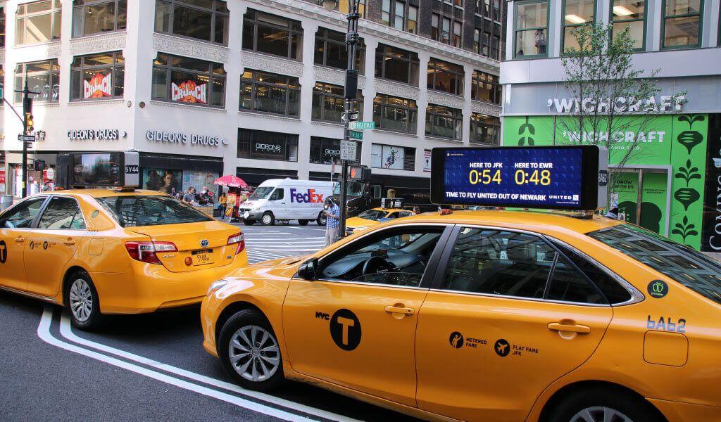 mẫu biển quảng cáo taxi sáng tạo