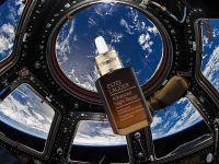 Hãng mỹ phẩm Mỹ hợp tác với NASA đưa sản phẩm vào không gian để chụp hình quảng cáo