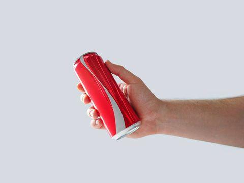 Coca-Cola bỏ logo để khuyến khích mọi người ngừng phán xét người khác
