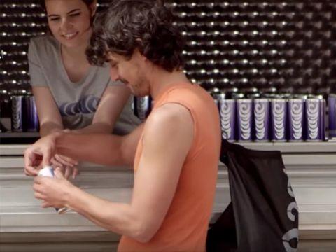 """Marketing trải nghiệm: Phát minh đồ uống """"tồi nhất thế giới"""" để bán áo phao"""