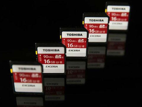Toshiba quyết định bán mảng chip nhớ cho liên minh của Apple