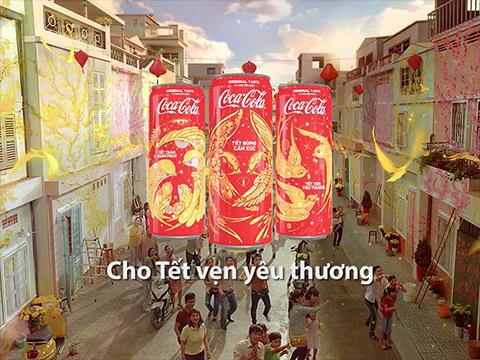 """""""Coca-Cola cho Tết vẹn yêu thương"""" và hành trình """"sáng tạo"""" Tết 2018 cho gia đình Việt từ những điều bình dị"""