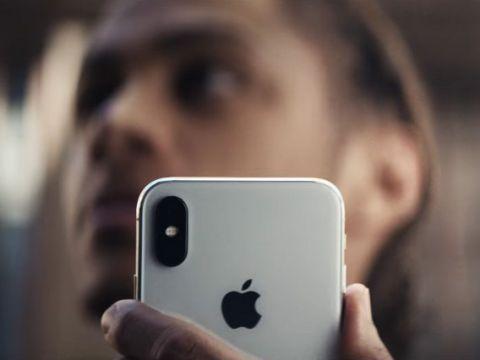 Apple tung ra quảng cáo iPhone X với chức năng thanh toán trên di động
