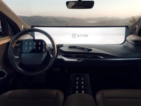 Các hãng xe đặt cược vào màn hình đa phương tiện cỡ lớn để câu khách