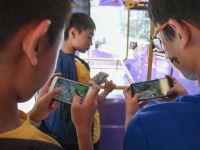 Khảo sát 2.800 trẻ 11-14 tuổi, tất cả đều dùng mạng xã hội, hơn 1/2 chơi game